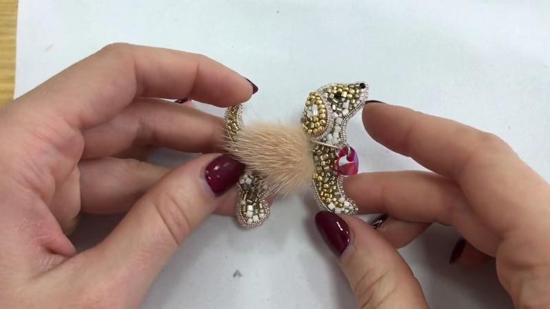 Видеоурок брошь Собачка из бисера мастер класс по изготовлению броши
