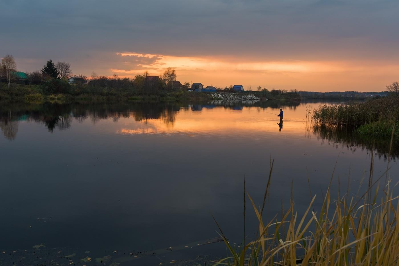 Закатный осенний вечер.Залив на ратминской дороге.На реке