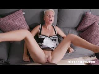 Amatuer girl nude outdoors