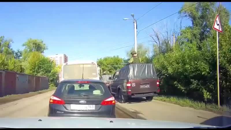 В Самаре русский мир наплевали на правила дорожного движения и тупо проехали по тротуару целой колонной