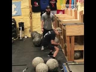 Парень с дцп поднимает камень весом 37 кг