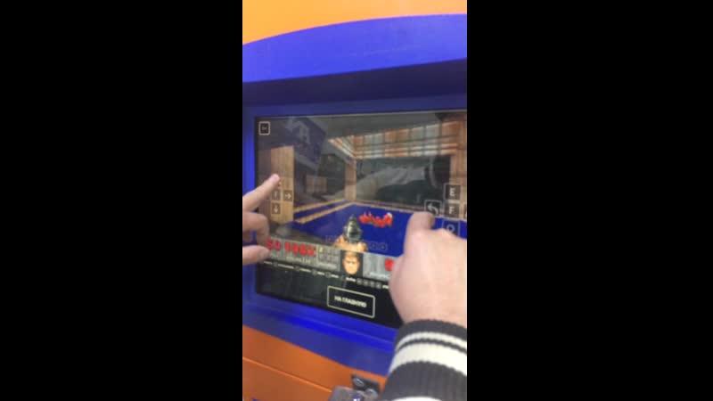 Серега Нерога играет в Doom на Терменале