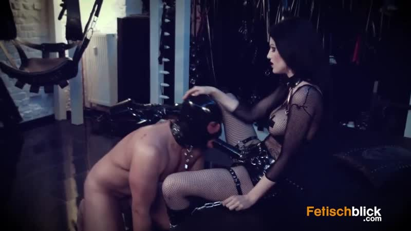 Slaves ass hard fucked by a strapon of Lady Blackdiamoond