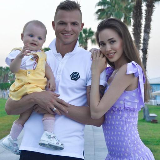 Анастасия Костенко и Дмитрий Тарасов празднуют день рождения дочери! Ей исполнился год.