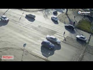 ДТП Бийск Ребенок выбежал под машину на красный свет