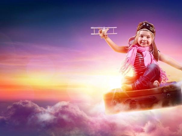 Как Дашенька летала Дашеньке было пять лет, и она много уже знала сказок. Девочке часто снилось, что она летает. Это было так приятно, что ей захотелось научиться летать по-настоящему. Не так,