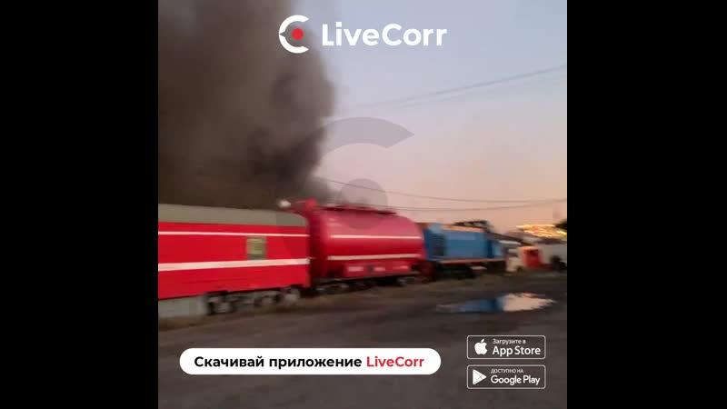 Пожарный поезд прибыл на тушение склада на площади трех вокзалов в Москве