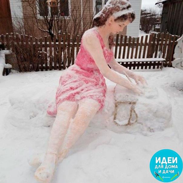 Трудно поверить, что такое чудо вылеплено из снега! Замечательная работа!