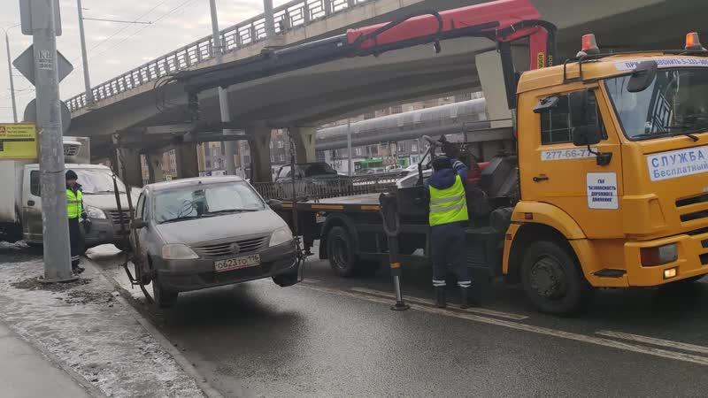 Машины увезли на эвакуаторе В Казани прошел очередной рейд против автохамов