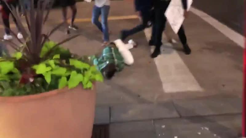 Antifa tötet zusammen mit schwarzen einen weißen