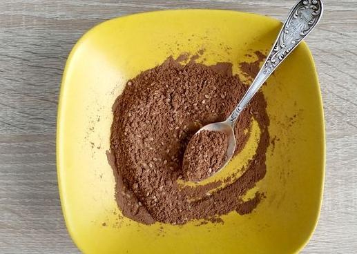 Шоколадные конфеты с курагой и орехами Конфеты, приготовленные в домашних условиях, намного вкуснее магазинных. К тому же, вы будете уверены в том, что в составе только натуральные и полезные