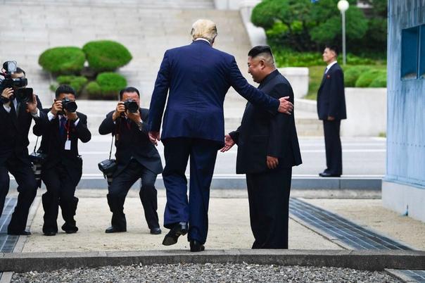 Трамп стал первым президентом США, который пересек границу Северной Кореи