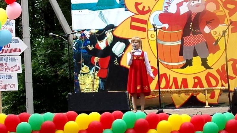 Петровская ярмарка 2018 г Кадников Софья со своими Ягодками