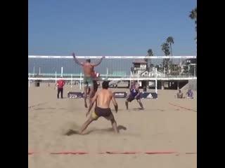 Нереальный блок в пляжке