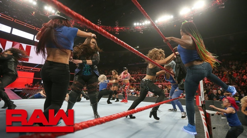 The «Jean»: Becky Lynch leads a SmackDown Women's invasion: Raw, Nov. 12, 2018