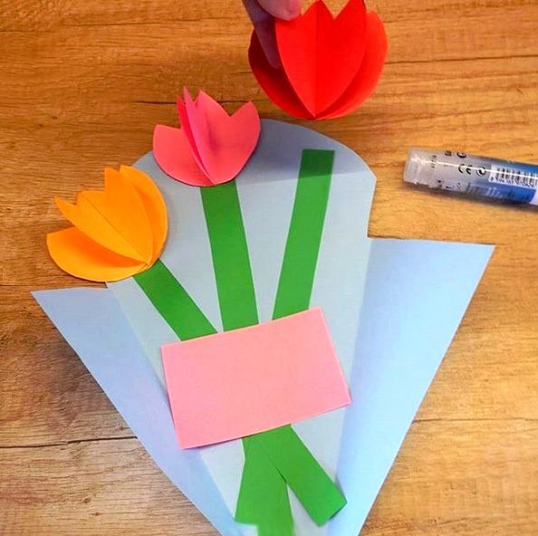 ПОДЕЛКИ НА 8 МАРТА. Букет цветов из бумаги для мамы или бабушки на 8 Марта. Подробный мастер класс см. на