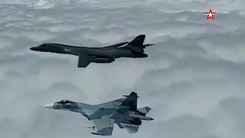 Российские истребители сопровождают B 1B ВВС США над Черным морем