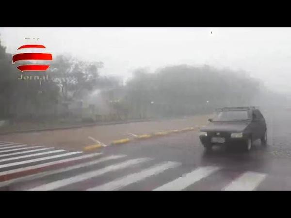Aqui no J B vídeo exclusivo chuva frio funcionarios da saude praça da Catedral de Botucatu s p