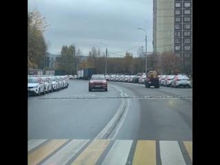 😂 В Москве появилась улица Каршеринговая...