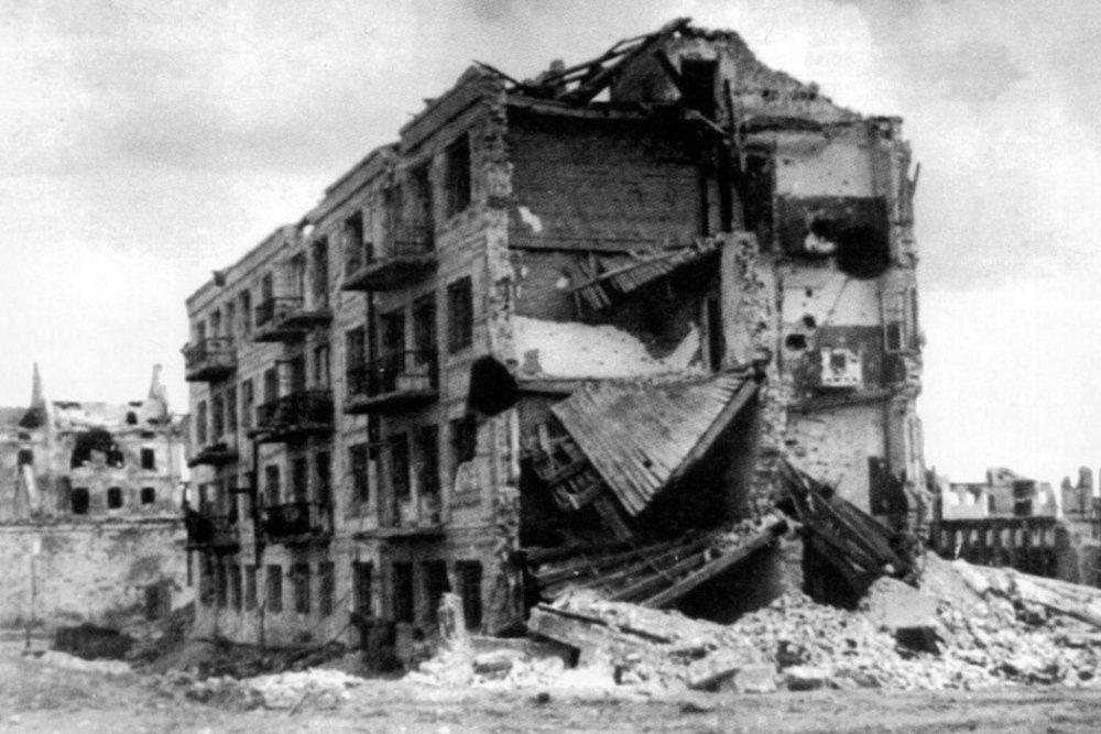 58 дней немцы атаковали Дом Павлова. Четырёхэтажное