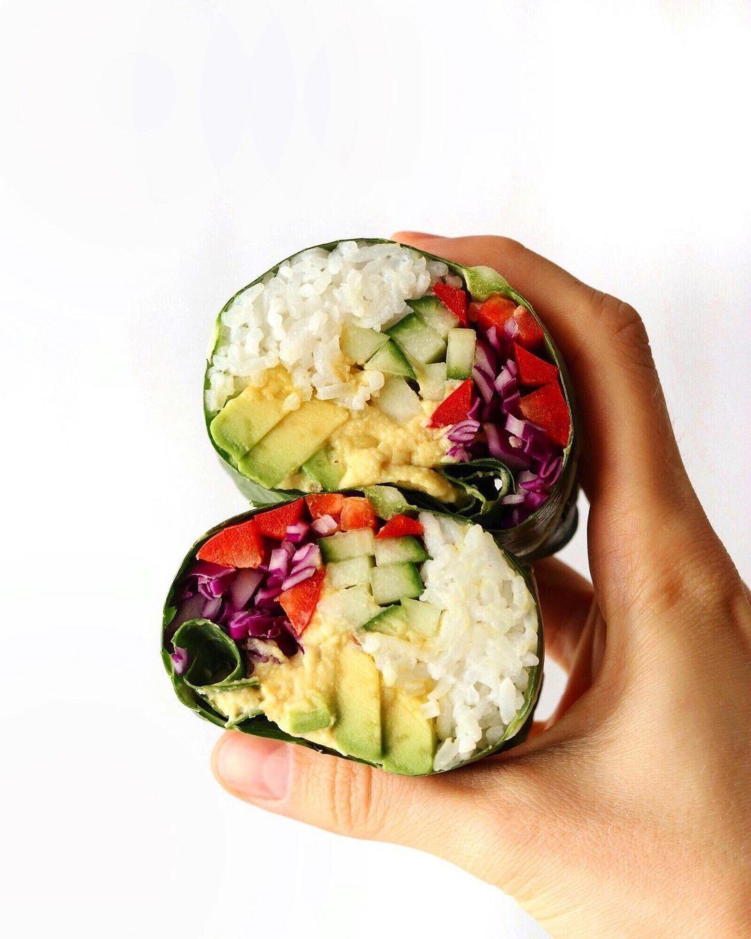 Веганские капустные роллы с рисом, хумусом и овощами