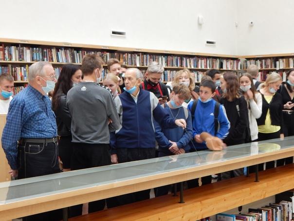 В библиотеке Алвара Аалто представлена авторская выставка...