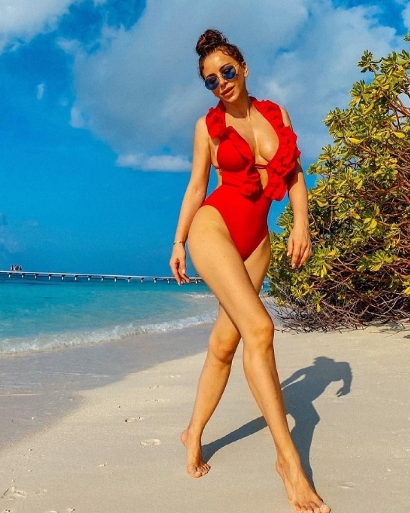 Певица Ани Лорак поделилась пляжным фото с отдыха на Мальдивах