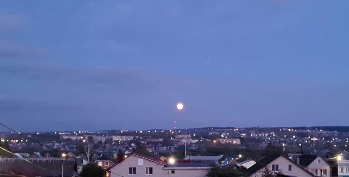 Вечерняя Можга прекрасна, а небо и Луна