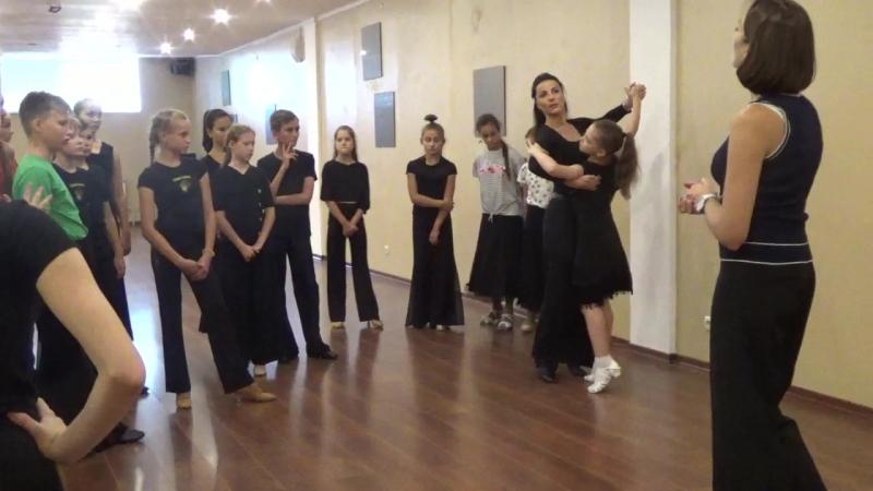 Маша танцует с Клаудиа Колер