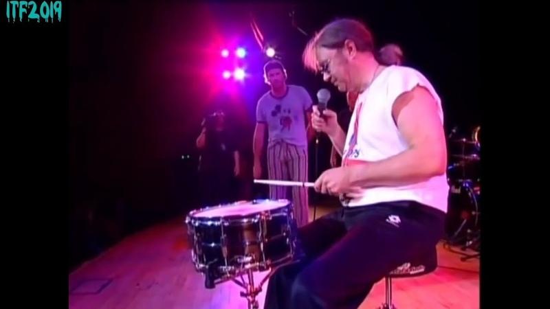 Deep Purple drummer Ian Paice playing with one stick (HD)