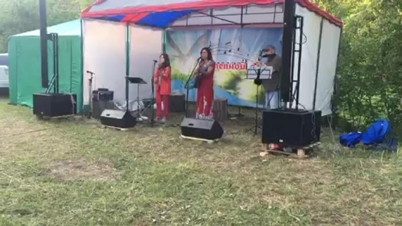 Ансамбль Малинада на Грушинском фестивале ВзглядыСцена Степной ветер