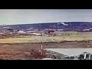Момент падения вертолета Ми-8 в аэропорту Анадыря.