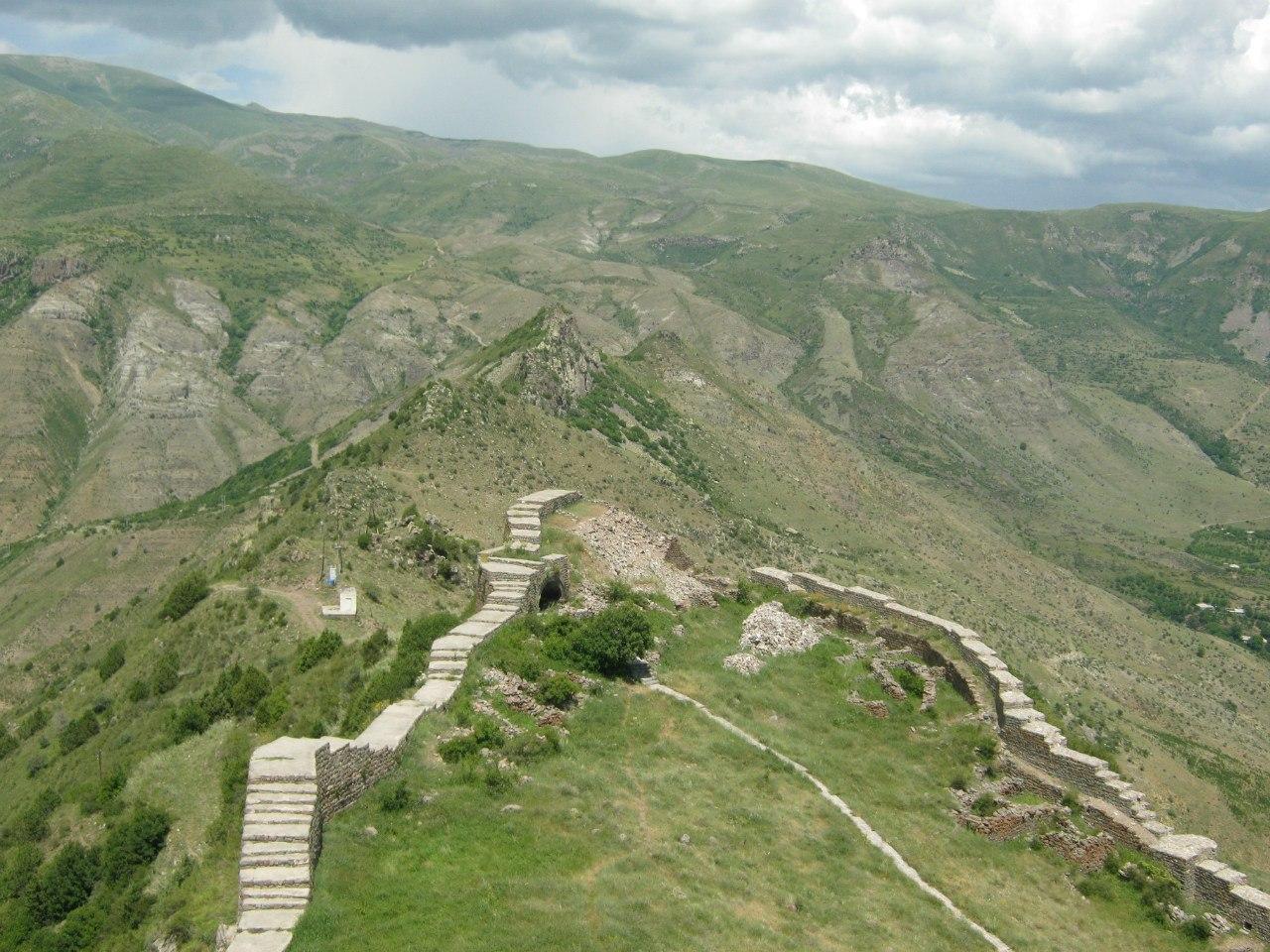 Вид с крепости Смбатаберд над селом Артабуйнк