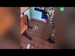 Кадры из класса ульяновской школы, где сегодня утром 15-летний школьник ударил ножом в жив