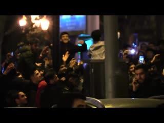 Пьяные азербайджанцы  в Баку, празднуют новый год.